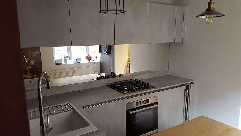 Arredo 3 cement grey laminate kitchen with wood veneer and for Arredo 3 wood