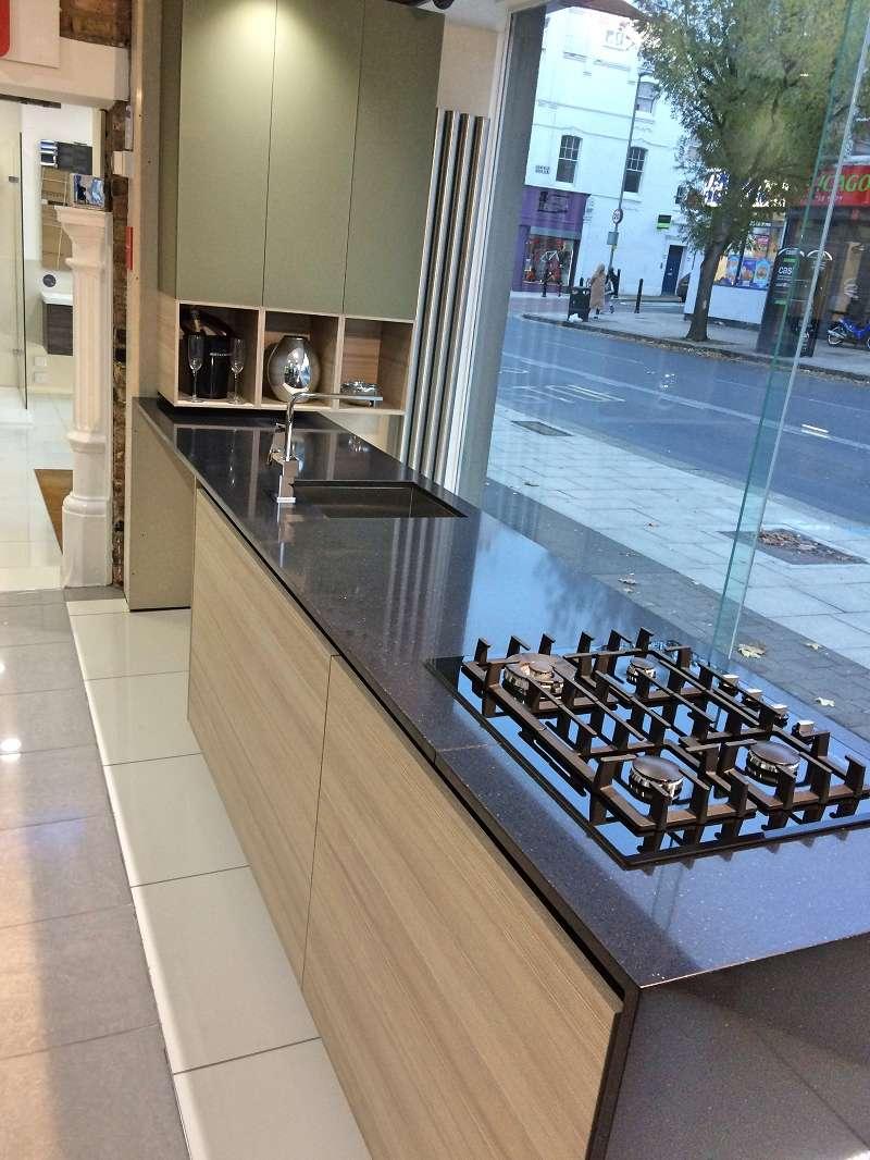 Scavolini liberamente cappuccino kitchen with chocolate - Silestone showroom ...