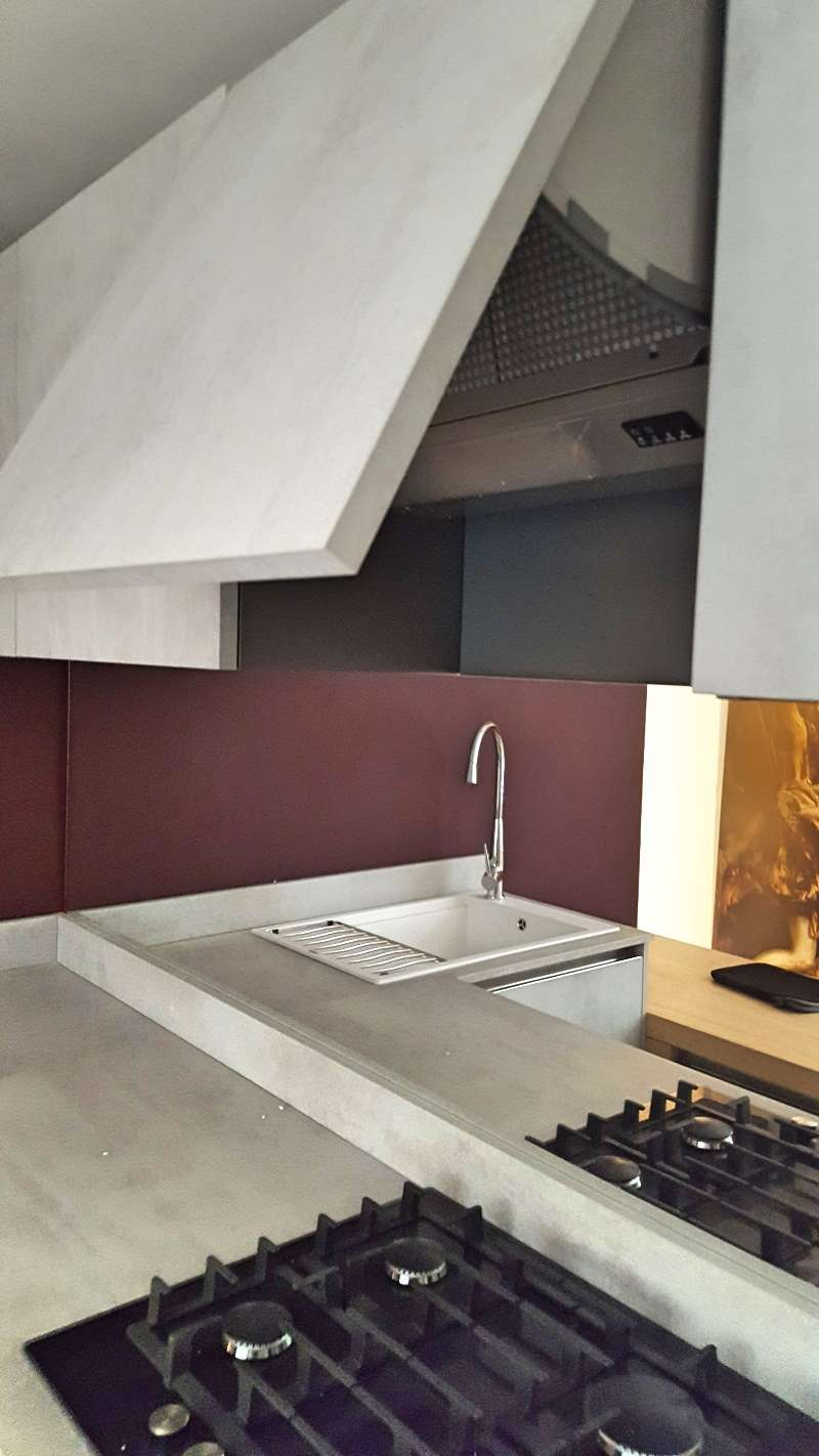 Arredo3 kitchen cement grey units laminate worktops bosch appliances for Arredo 3 srl legnago