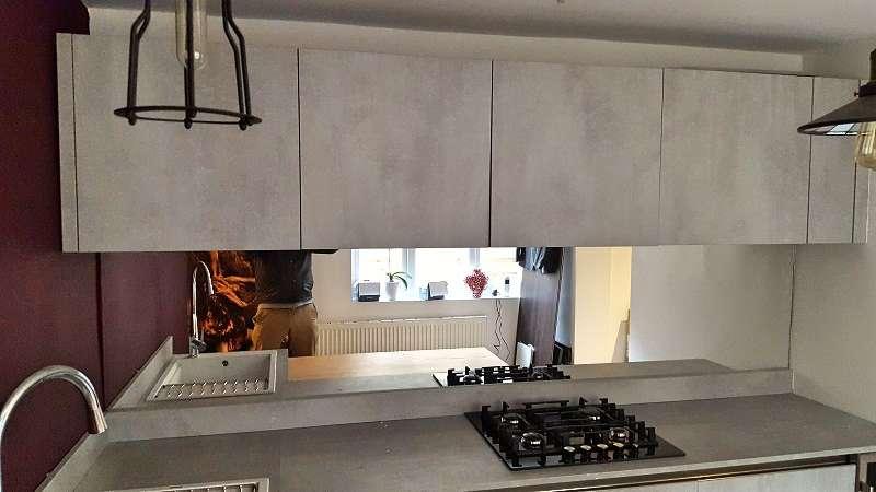 Arredo 3 Cement Grey Kitchen with Laminate Worktops & Bosch Appliances