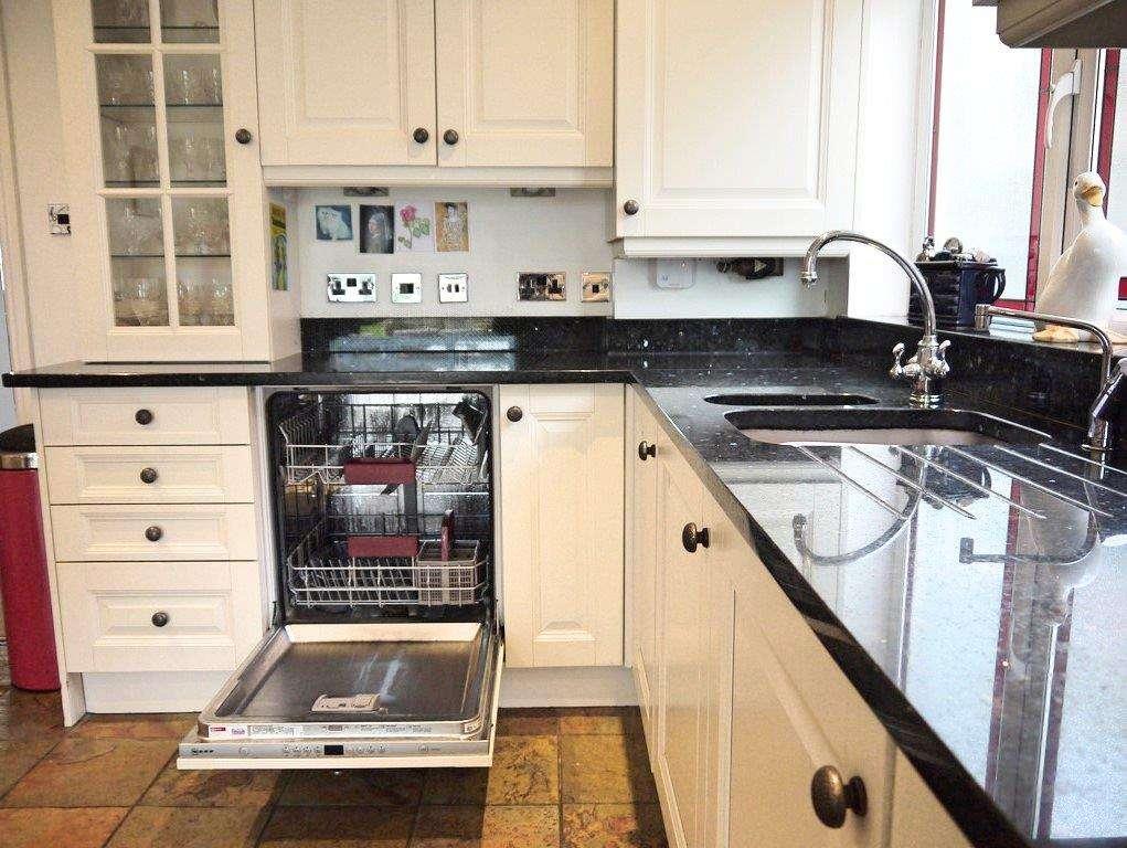 Shaker Kitchen Pale Cream Units Black Granite Worktops