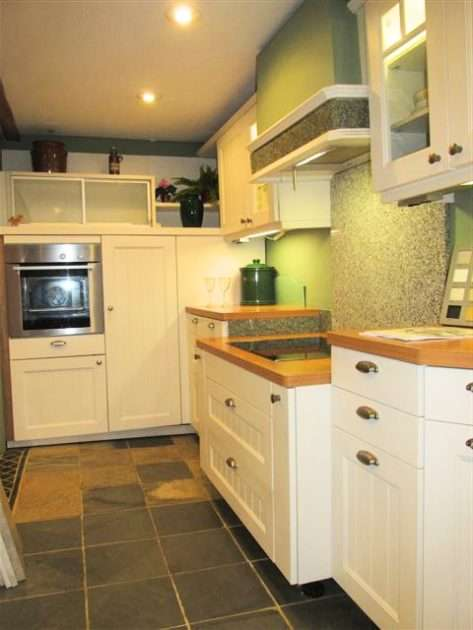 Country Style Vanilla Kitchen with Beech Effect Laminate Worktops & Appliances