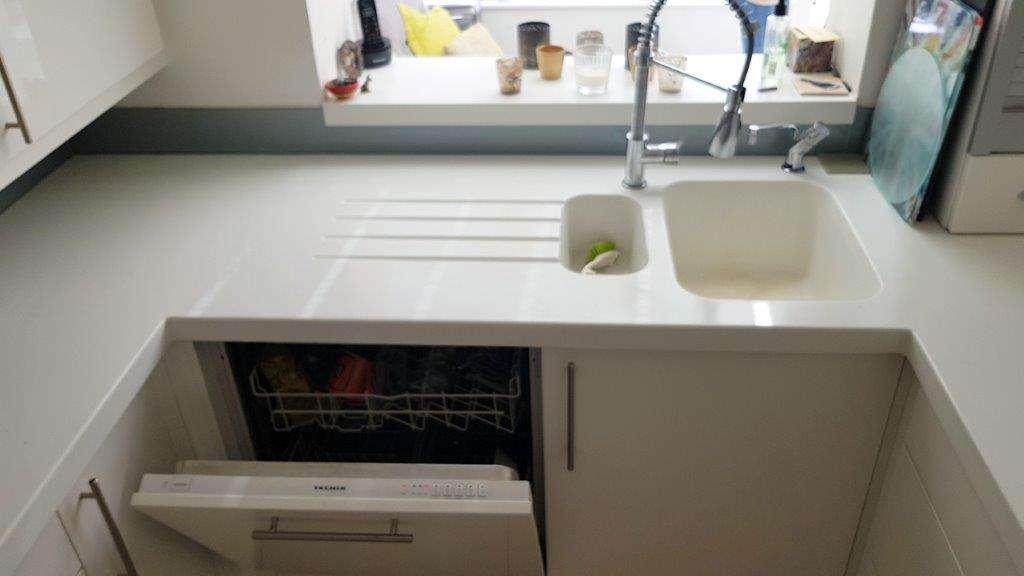 Gloss White Kitchen White Laminate Worktops Neff Amp Quooker