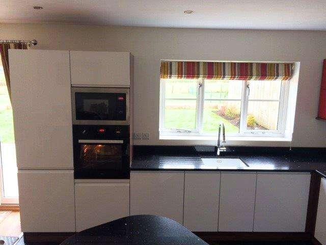 Gloss White Amp Red Kitchen Speckled Black Quartz Worktops