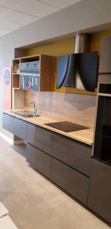 Ex Display Kitchen Iris Gloss Graphite Oak Effect Worktops