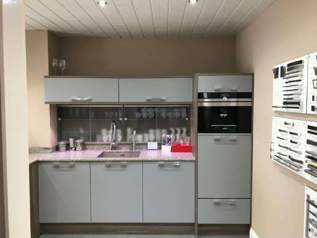 hacker ex display kitchen laser pearl grey silestone worktop. Black Bedroom Furniture Sets. Home Design Ideas