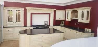Second Nature Ex Display Kitchen Vanburgh Inframe Traditional Shaker, Silestone