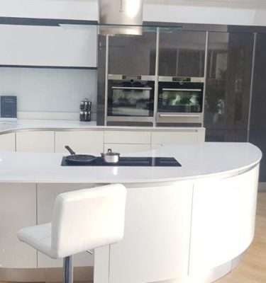 Metris Ex Display Kitchen Lava Gloss Handless Curved, Silestone Worktops, AEG Appliances