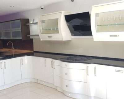 PWS EX Display L-Shapped Avent High gloss Alabaster Mixed vinyl and painted, Hoover Appliances & Quartz Comp