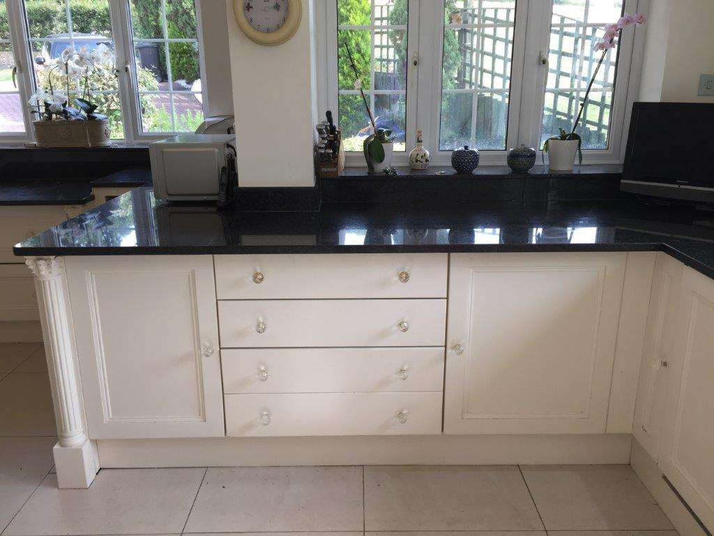Bespoke Traditional Shaker Style White Kitchen Granite