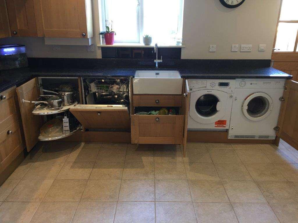 Oak Shaker Style Kitchen Black Granite Worktops Appliances