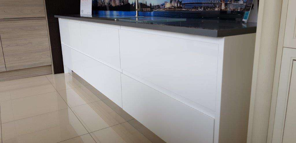 Remo Gloss White Curved Kitchen Run with Silestone Worktop