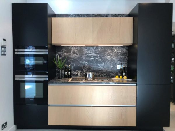 Pronorm Y-LM Matt Black Lacquer & Vaneer Oak with Black Sensa Worktops & Siemens & Barazza Appliances (5)
