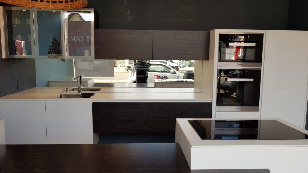 White Melia Varnished Kitchen