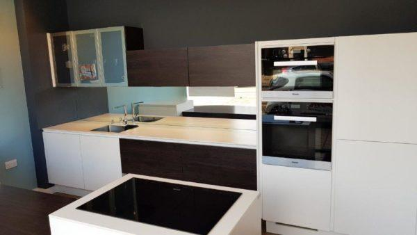 White Melia Varnished Kitchen