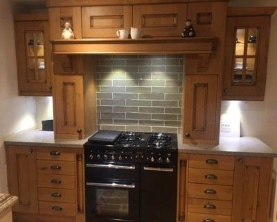 Stori Ex Display Kitchen Avonlea Pillaster Mantlepiece, Rangemaster Oven Surround Laminate Platoon Work