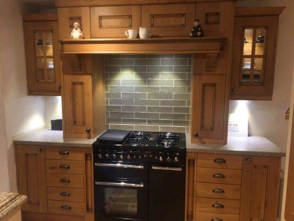 Stori Ex Display Kitchen Avonlea Pillaster Mantlepiece, Rangemaster Oven Surround Laminate Platoon Work
