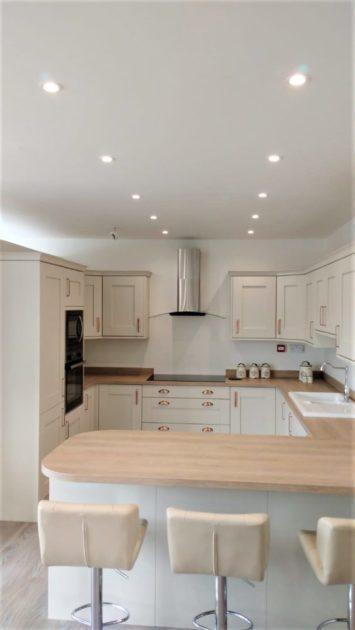 Contemporary Shaker Style Kitchen Mussel & Natural Oak Colour, Appliances