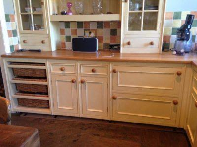 Cream Wood Country Style Kitchen & Dresser Unit