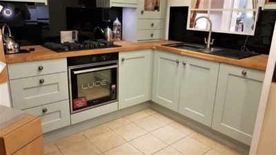 Solid Timber Doors Shaker Mineral Grey, Solid Oak Worktop, Appliances