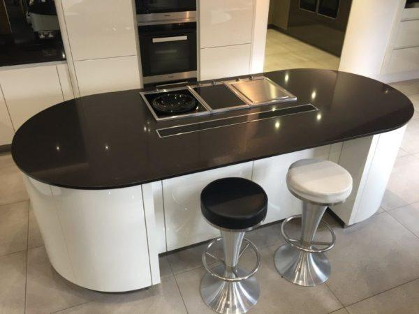 Y-Line White Hi Gloss Lacquer and Black Glass Kitchen