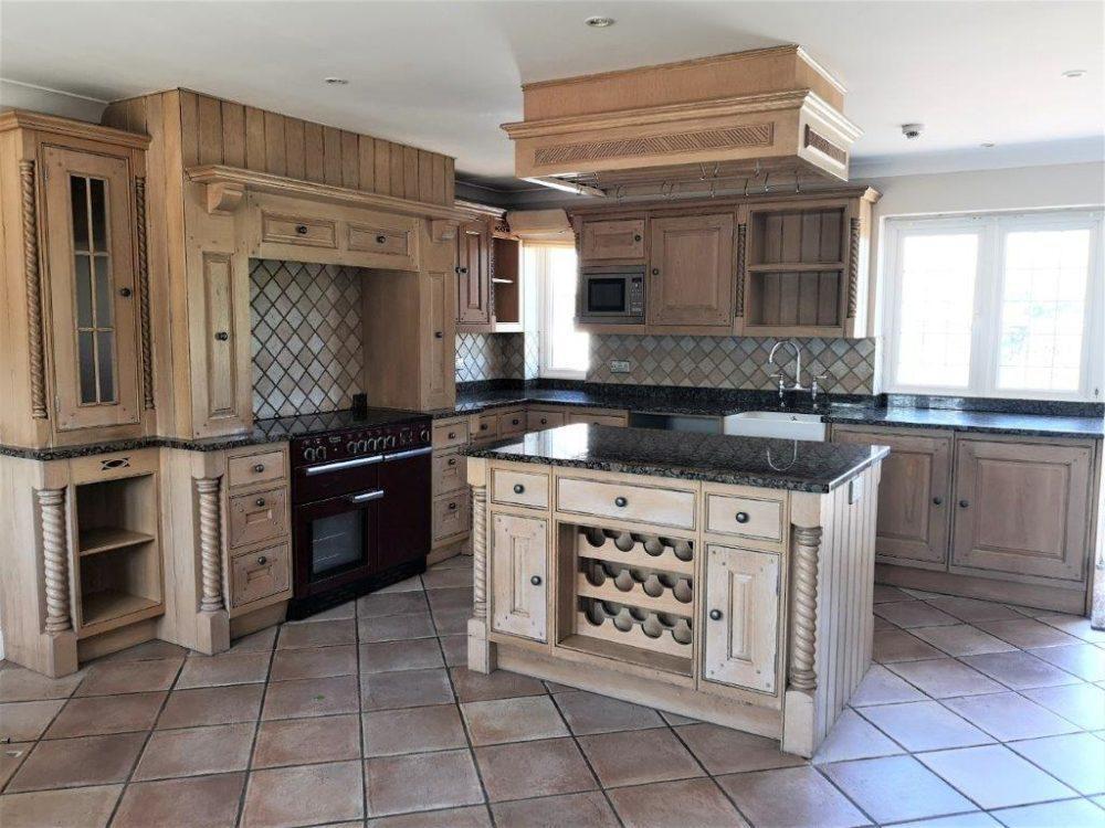Bespoke Oak Inframe Kitchen, Granite Worktops, Rangemaster