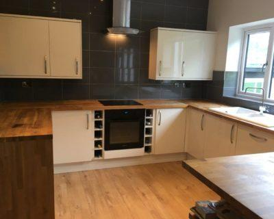 Howdens 2 yrs Old Cream Gloss Kitchen with Solid Oak Worktops & Appliances