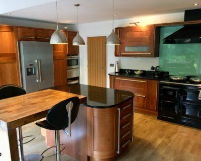 Modern Wood Doors Shaker Kitchen with Granite Worktops & Neff Appliances