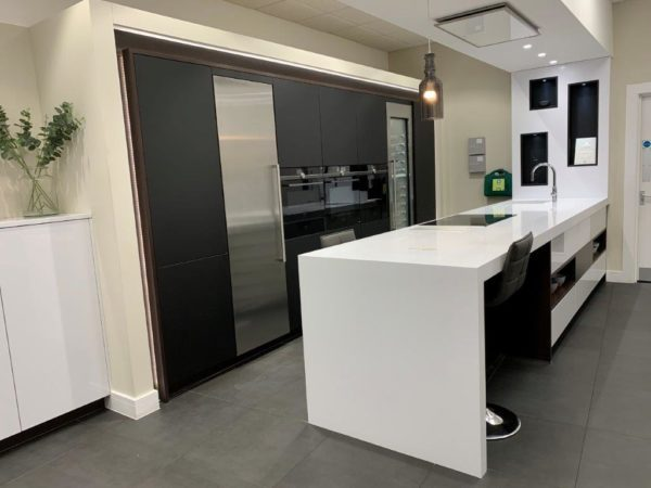 Schmidt Arcos Glamour Everest White & Maverick Nano Black Kitchen