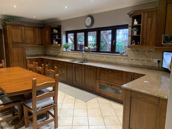 Large Italian Bespoke Dark Wood Door Country Style Kitchen & Utility Room Appliances Granite Worktops