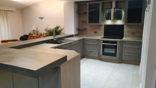 Nobilia Magma High Gloss Kitchen with Laminate Worktops & Breakfast Bar & Appliances