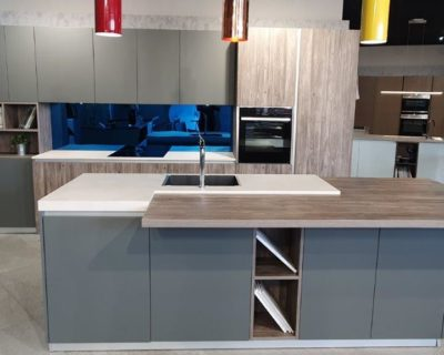 Doimo Cucine Easy Kitchen Fully Lacquered Doors, Laminate Worktops & Neff Appliances