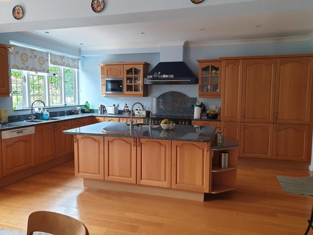 Beautiful Danish Traditional Kitchen Oak Wood Doors Kitchen Island Dresser Miele Appliances Blue Pearl Granite Worktops 3831025 Used Kitchen Hub