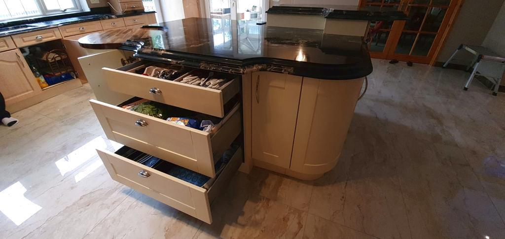 shaker wood effect & cream kitchen & island - 3831085