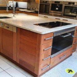 Walnut Island Granite Miele (