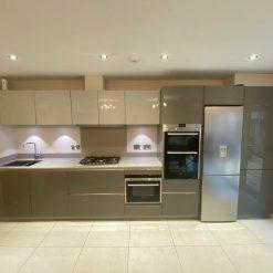 Grey Gloss Kitchen with Quartz Worktops & Siemens Appliances