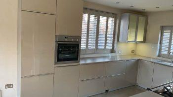 Immaculate Alno Kitchen, Grey Gloss and Glass