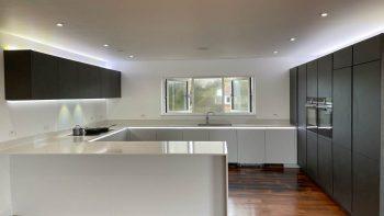 Alno Modern White Matt & Textured Grey Handleless Kitchen & Peninsular