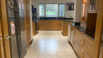 Howdens Large Malton Oak Wood & Glass Door Shaker Kitchen