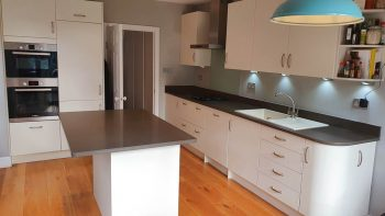 Off White Matt Kitchen Composite Worktops & Bosch Appliances