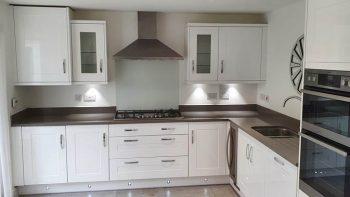 Modern inframe Shaker White Gloss Symphony Kitchen Composite Grey Worktops & Appliances