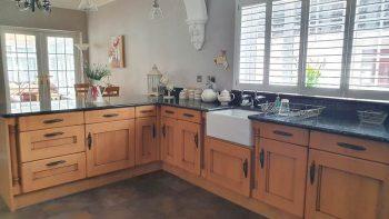 Oak Kitchen with Range Master Cooker & Marble Worktops