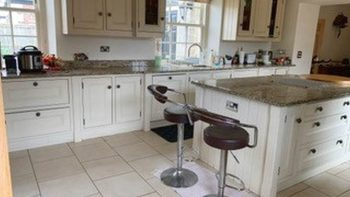 Bespoke Handmade Handpainted Cream Wood Kitchen with Granite & Cooker 5yrs old Inframe Shaker