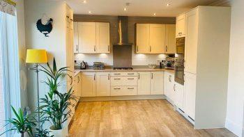 Modern 3 Yr Old Shaker Buttercream Pewter effect Handle Kitchen Smeg Appliances Silestone Worktops