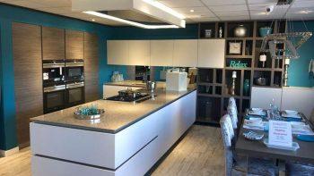Ex Display Hacker Systemat White & Wood Grain Kitchen