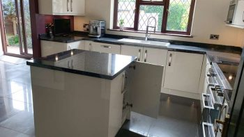Howdens Light Cream Gloss Soft Close Kitchen & Island Appliances & Worktops