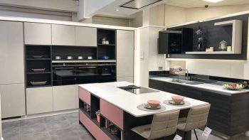 Ex Display Large Schmidt Lagune Kashmir Grey Gloss & Zonza Horizontal Grain-Pink Kitchen & Island Siemens Studioloine Appliances Silestone Quartz Worktops
