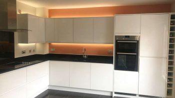 White Gloss J Handle Siemens Appliances Granite Worktops